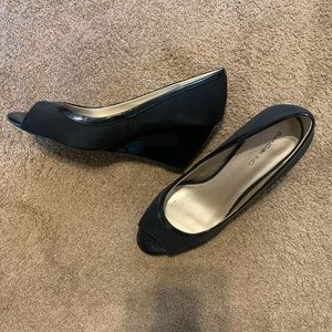 Bandolino peep toe wedge heels- worn twice